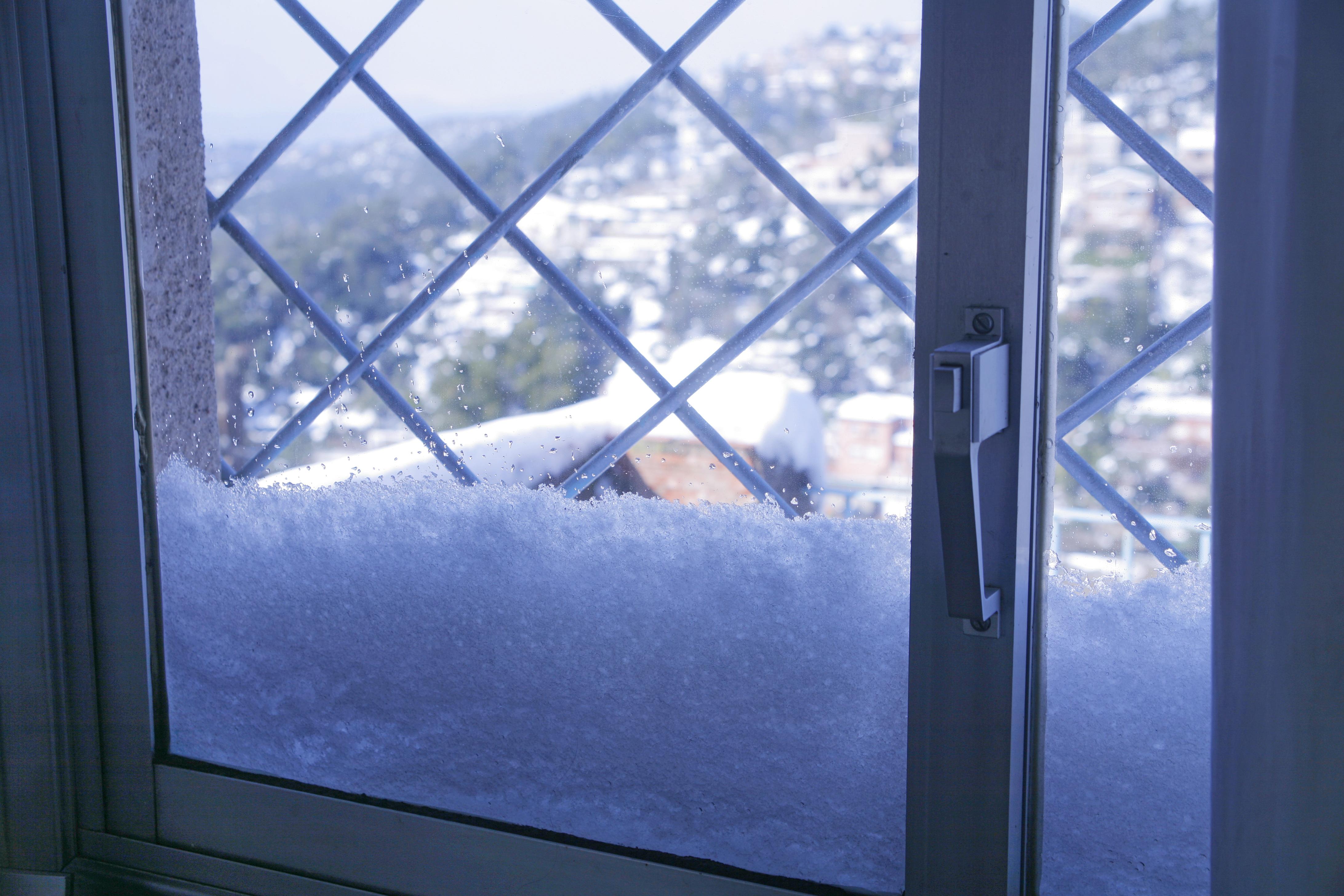 Como Aislar Ventanas Correderas Del Frio Finest Cepillo Se  ~ Aislar Ventanas De Aluminio Del Frio