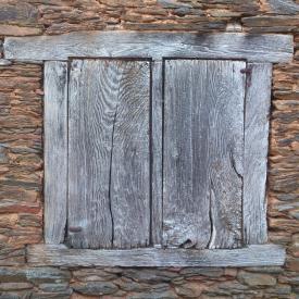 clicons-ventana-madera-antigua